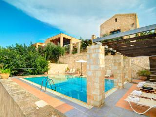Athina Apokoron Luxury Villas