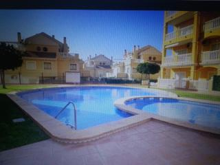 Miramar 2 poolside apartment, La Mata