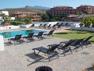 SUPERB LUXURY FRONTLINE GOLF APARTMENT, Benahavis