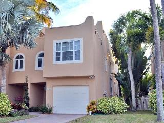 Siesta Key Village Townhome with Heated Pool and Walking Distance to Beaches