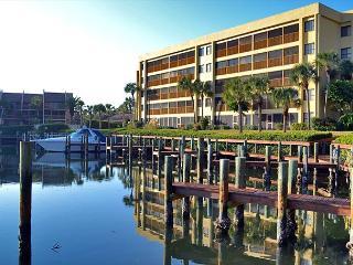 Spacious vacation rental condo with lagoon views, beach access, and pool, Siesta Key
