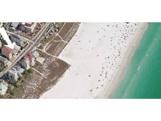 Siesta Key Beachside Getaway Cottage – Walking Distance to Beach and Village