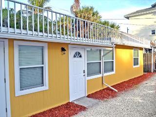 Spacious Renovated 1 Bedroom Siesta Key Beachside Vacation Rental Getaway