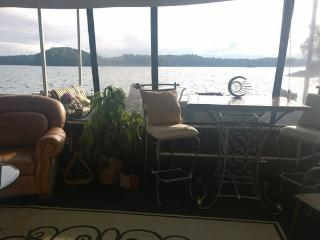 Lake Lanier Houseboat with Full Lake Access, Buford
