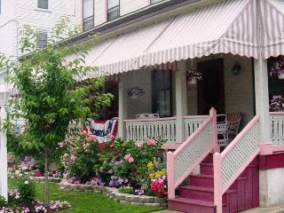 Harvard Apt #3 -Great Loc! 2 blocks to beach, mall, Cape May