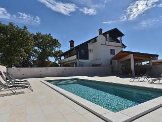 Villa Paolija 4 apartments for 4-25 persons (each 65 m2) in our new family house, Porec