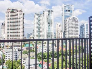 Superb 1BR & Condo & Neighborhood near Silom, Bangkok