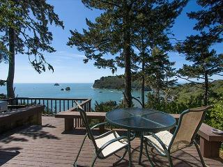 Sea Cliff~ Romantic, Private Retreat Perched Above the Sea w/ Sunroom & Deck, Trinidad