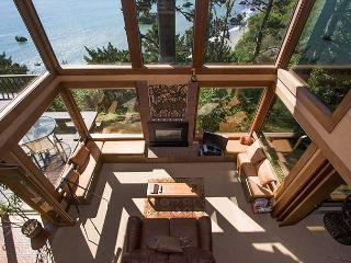 A bird's eye view  of Sea Cliff from the upstairs loft.