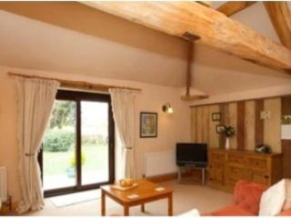 Silvermere Cottages- Goldfinch Charm