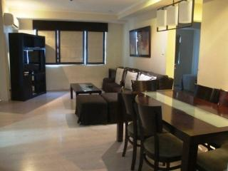 3B 3B Next to SM Aura-118 sqm-Sleeps 7-Parking, Taguig City