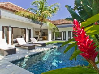 3 bed villa Oberoi Great Value, Seminyak