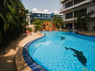 Luxury Condo 2 Bed 100m from beach