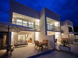 Deluxe terrace apartment with heated pool, Vis