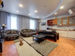 Three room VIP apartments in SPb on Italyanskaya 1, San Petersburgo