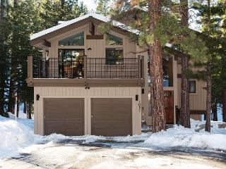 Northstar Trails - 4BR w/ HOA Pool, Hot Tubs & Ski Shuttle - From $375/nt, Truckee