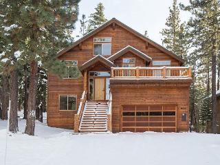 Muhlebach - Tahoe Donner 4 BR w/ Hot Tub and Fitness Center, Truckee