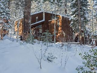 Basque Lodge Remodeled Spacious 5 BR in Northstar w/ Ski Shuttle! - Sleeps 12, Truckee