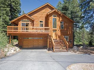 Donner Delight - 3 BR w/ Large Master, Open Floor Plan - Sleeps 9, Truckee