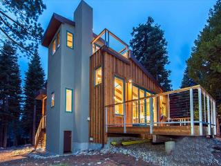 Eco View - 3 BR Newly Redone PEACEFUL Home with Chef's Kitchen, Amazing Views, Tahoma