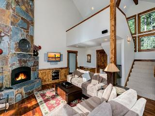 North Shore Bliss - Luxurious Stunning & Spacious 3 BR + Loft w/ Hot Tub