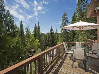 North Shore Lake View Condo # 8 - Remodeled + Private Beach!