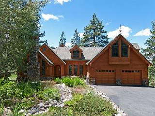 Tee Time - 5 BR w/ Golf Course Views, Pool Table and Ski Shuttle - Sleeps 14!, Truckee