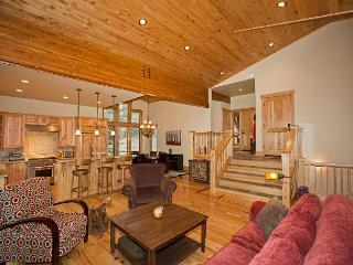 Truckee Timbers - 4 BR w/ 3 Living Areas and BRAND NEW Hot Tub!