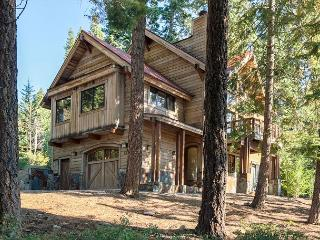 Gorgeous 3 BR - North Shore Bliss w/ Hot Tub, Carnelian Bay
