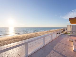 Amazing Beach Apt! Best Location, Faro