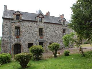 Manoir du Mur 4 bedroom furnished apt, Carentoir