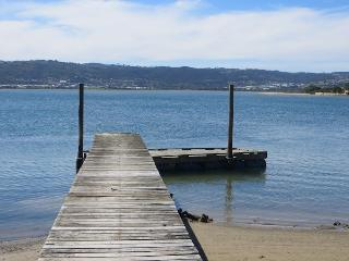 Rustic Secluded Holiday Cottage on the Lagoon, Knysna