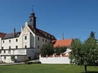 large Suite for 3 guests with 2 bedrooms 90sqm Castle Weichs/Regensburg-City