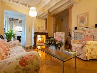 Florence 3 bedroom villa with private garden