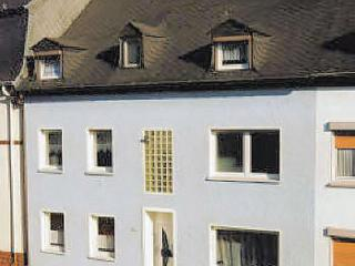 Vacation Apartment in Trier - 968 sqft, modern furnishings, lots of room, right