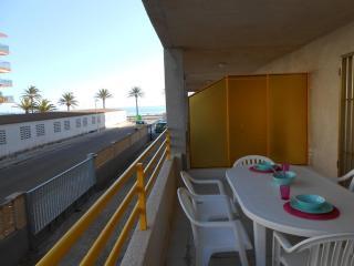 Ref 19.- Amplia terraza y al lado de la playa y céntrico. Con pkg y piscina.
