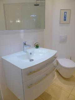 Newly refitted (2014) family bathroom......