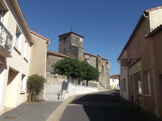 Reaumur is a delightful and typically Vendean village near to many tourist attractions