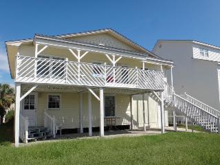 6 Bedroom Channel House Walking Distance to Beach, North Myrtle Beach
