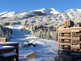 30% Off! Ski In/Out Penthouse. Stunning Views, Walk2Town!