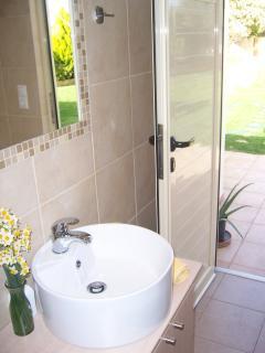 Outdoor bathroom with shower !