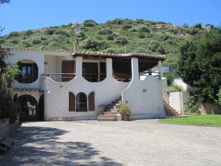 Villa Malva 300 m sandy beach, 6BR, 4BA, AIRCO, Torre delle Stelle