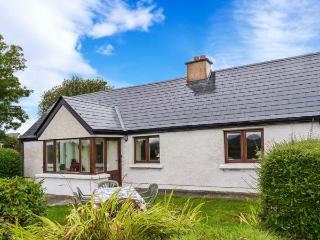 MONTBRETIA COTTAGE, open fires, beautiful location, all ground floor cottage near Grange, Ref. 30439, Ballinfull