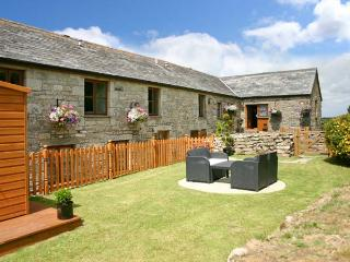 HONEYSUCKLE, semi-detached barn conversion, WiFi, parking, garden, in Saint Colu