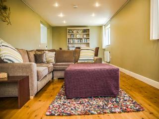 OOLITIC SPRINGS, romantic, country holiday cottage in Dundry, Ref 5115