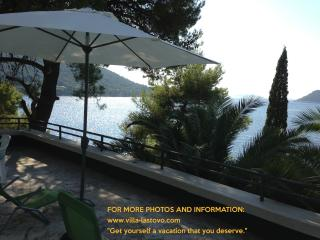 Villa Lastovo,5 meters from sea and beach, Ubli