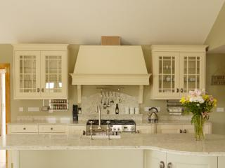 Ivory and cream kitchen with granite worktops, Belfast sink, range cooker, all high spec mod cons