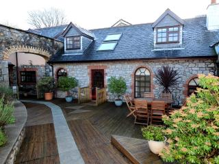 Luxury, Character Cottage, Close to Town and Beach, Tenby