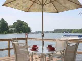 Awesome Lake Cottage Dock, Firepit, Boat Dock!, Lake Norman