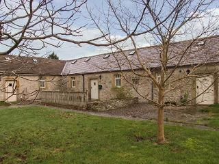 2 MANOR COURT, spacious cottage with an en-suite bedroom, electric woodburner-style stove, patio with furniture, good walking base, in Over Haddon, Ref 919727
